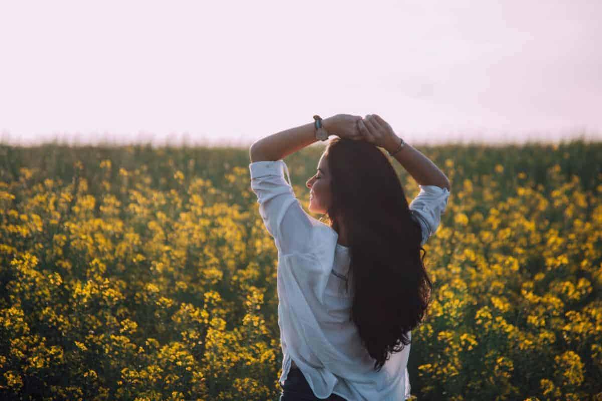 girl-in-yellow-flowers