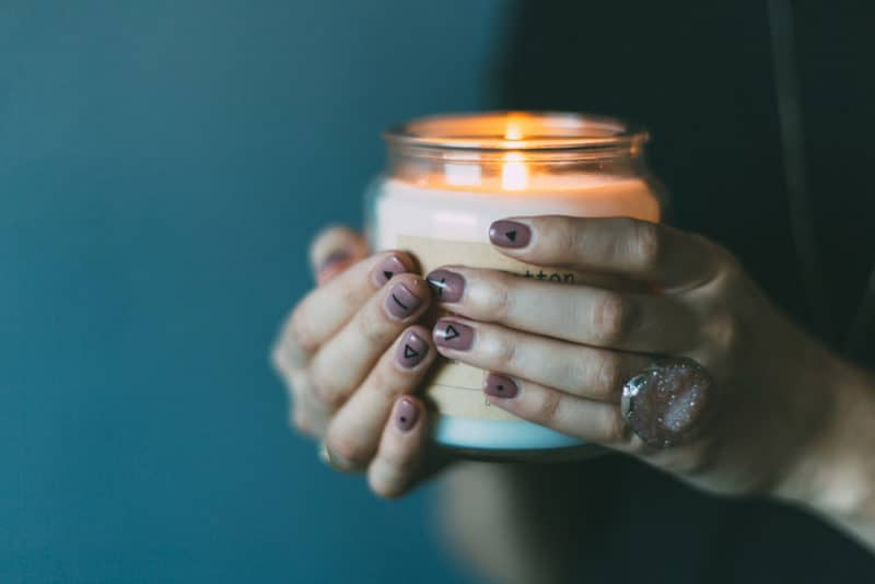 woman-holding-candle