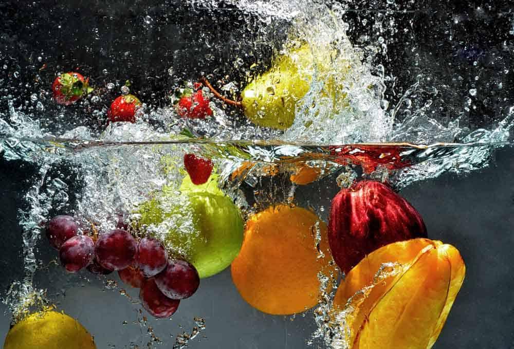 fruit-splashing-in-water