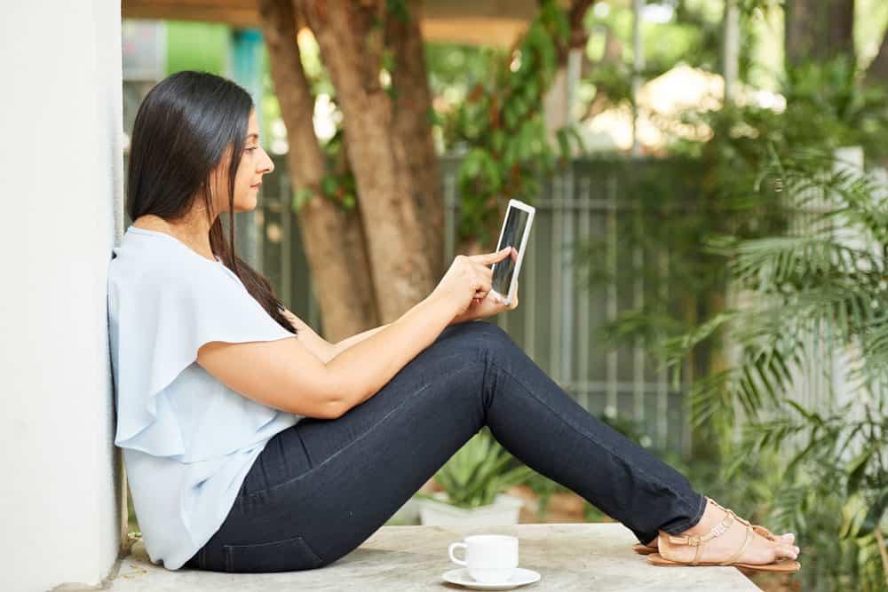 woman-digital-tablet