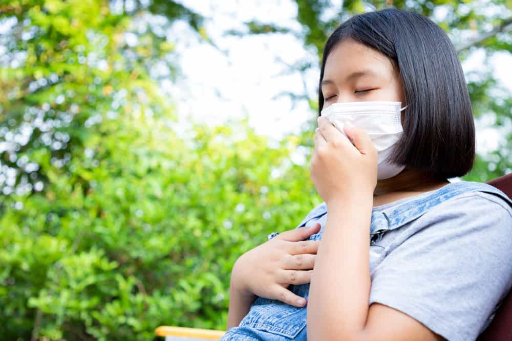 young-girl-wears-protection-mask-have-headache-quarantine-monitor-infection-from-virus-garden-home-concept-social-distance
