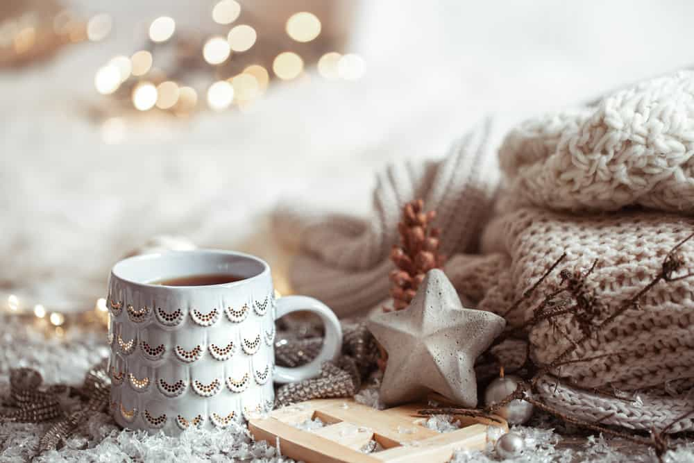 beautiful-christmas-cup-with-hot-drink-light-blurred-background-concept-home-comfort-warmth