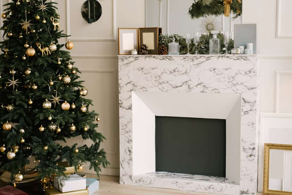 decor-christmas-new-year-living-room-with-christmas-tree-fireplace-festive-table
