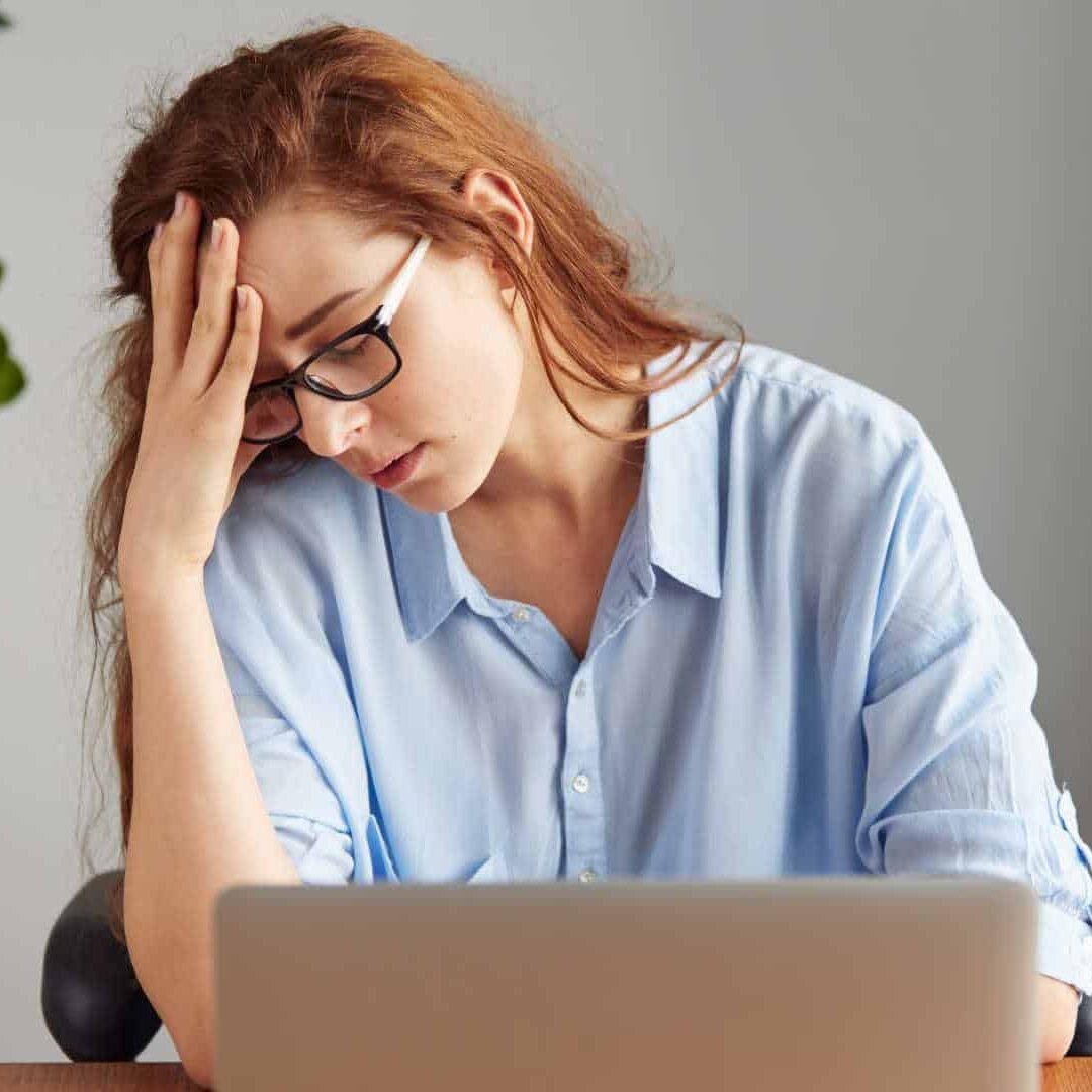 businesswoman-with-headache